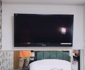 テレビの壁掛け設置作業