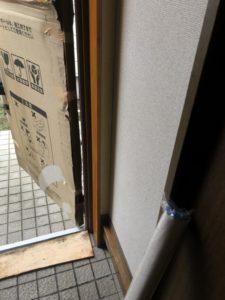 玄関ドアの入替後 クロスの貼替