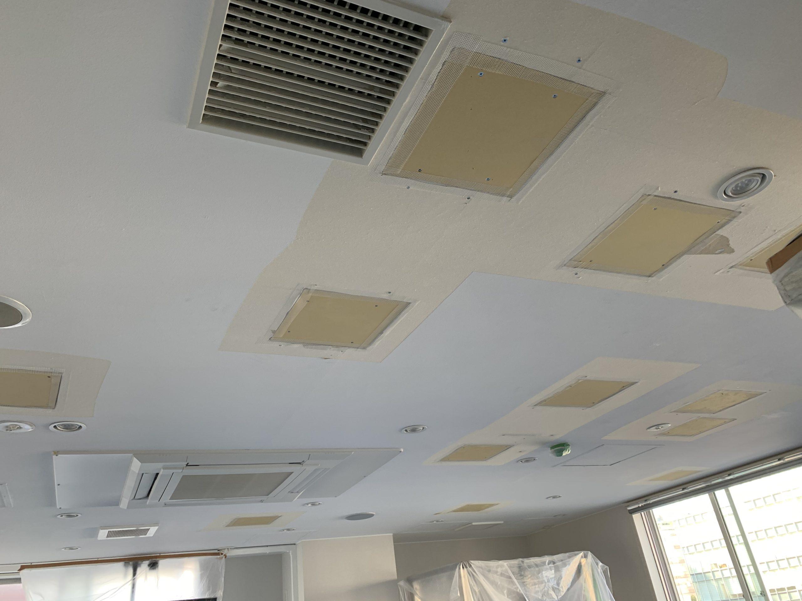 テナント天井の補修作業