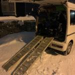 除雪機にて作業