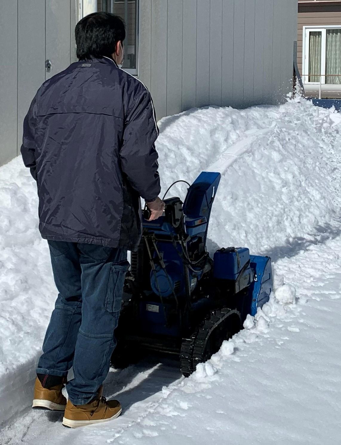 除雪機にて除雪作業