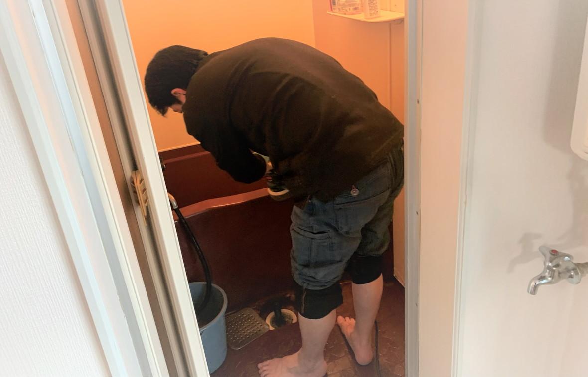 浴槽の磨き清掃