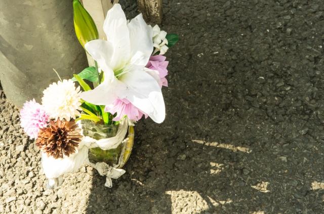 事故現場のお供え花
