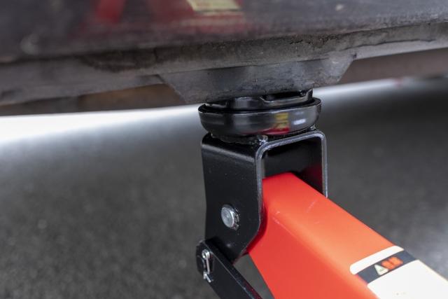 油圧ジャッキを使用